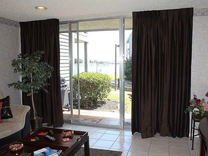 Waterfront Cozy And Comfortable First Floor 1 Bedroom Sleep 4 Condo, holiday rental in Montgomery