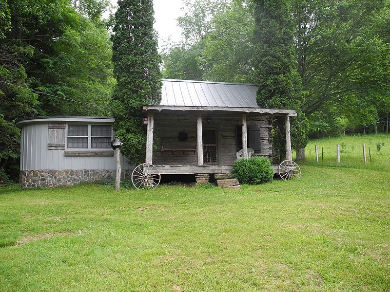 120 Yr Old Cabin, Great Couple/family Get Away, location de vacances à Boone