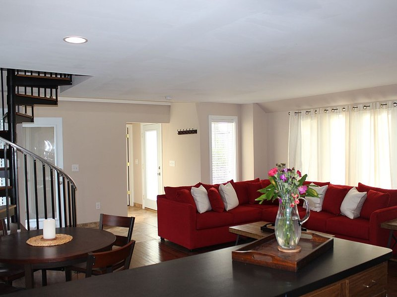 Spacious Carriage house, close to University Circle and hospitals, casa vacanza a Cleveland Heights