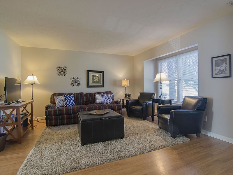 Attention: Grad Students, Traveling Nurses - short-term lease available here!, holiday rental in Dayton