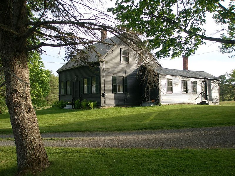 1820's artist owned cape on 50+ acres near town and mid coast activities, holiday rental in Cushing