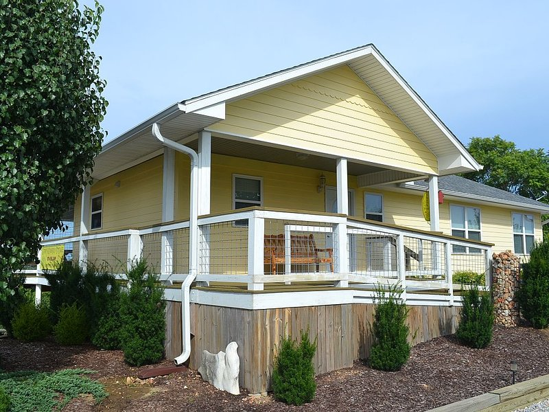 Quiet Country Cottage Upper Level, vacation rental in Calico Rock