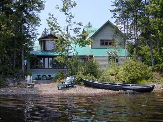 Historic Timber Frame Lakeside Chalet with Cinema, vacation rental in Thetford Mines