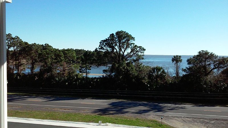 Safe, Secure and Super Sanitized for your Holiday on the Bay in Apalach!, holiday rental in Apalachicola