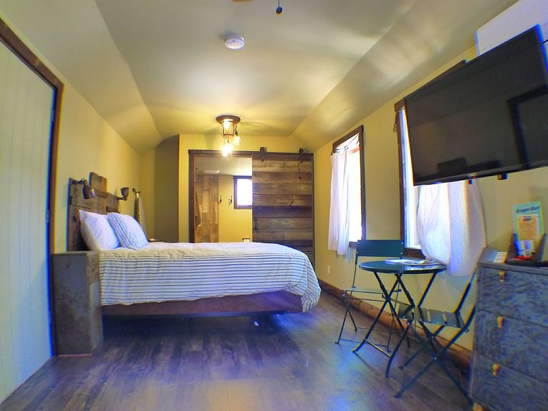 THE BALTIMORE MINE CABIN #3, holiday rental in Foresthill