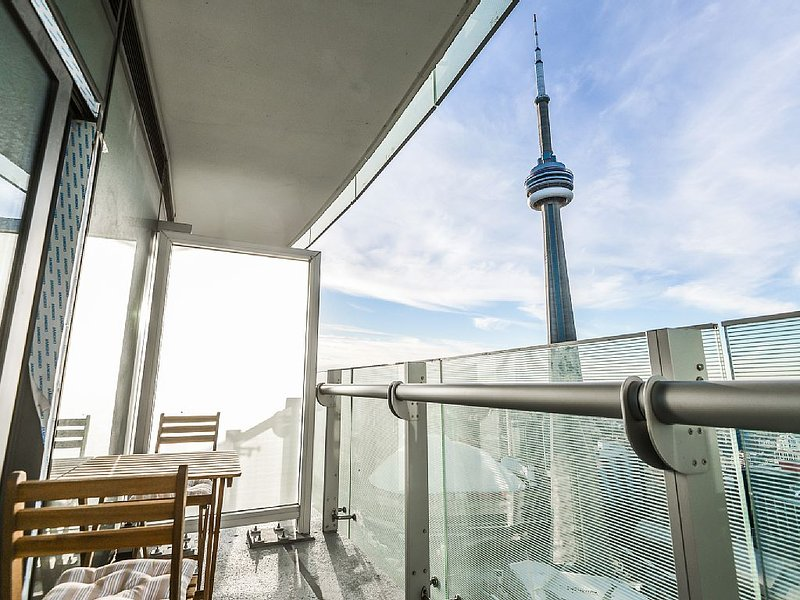 Downtown Toronto Studio Condo 48 Floor, Monthly Rate Available, vacation rental in Toronto
