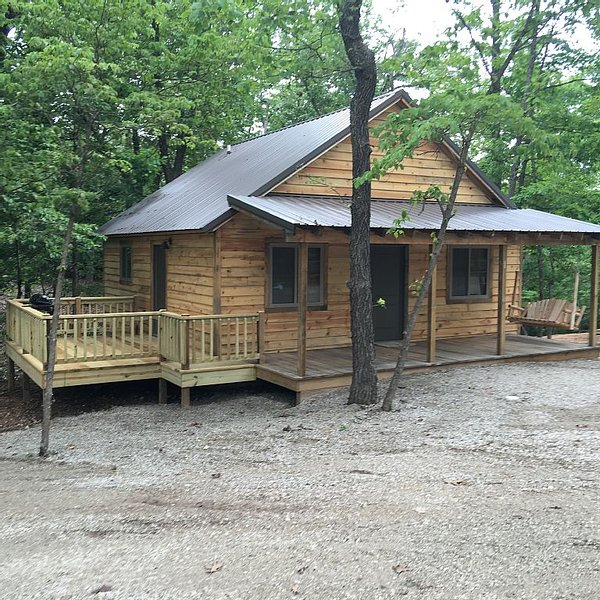 Fall Creek Cabins family friendly 1 mile from Lake Norfork and Mountain Home Ar., aluguéis de temporada em Salesville