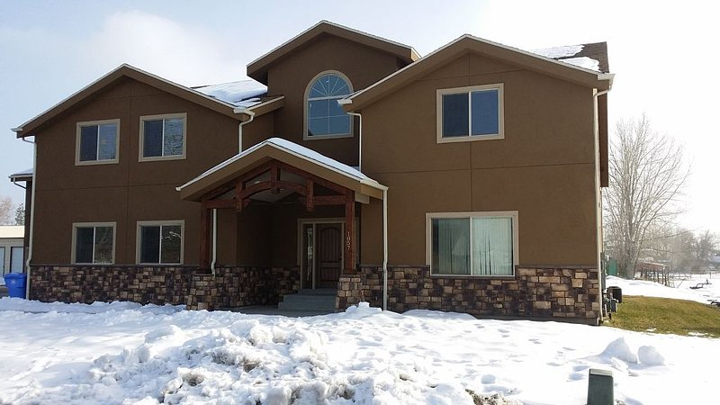 Newer 2000 plus sq ft Apartment Bring your Pets and Toys, vacation rental in Davis County