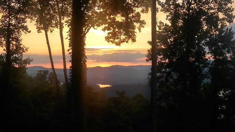 Amazing View of Lake Chatuge!, aluguéis de temporada em Hayesville