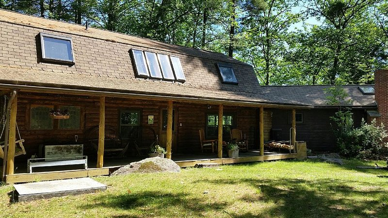 Beautiful  Log Cabin Overlooking Blaisdell  Lake! Sleeps 12, Private Beach, vacation rental in Washington