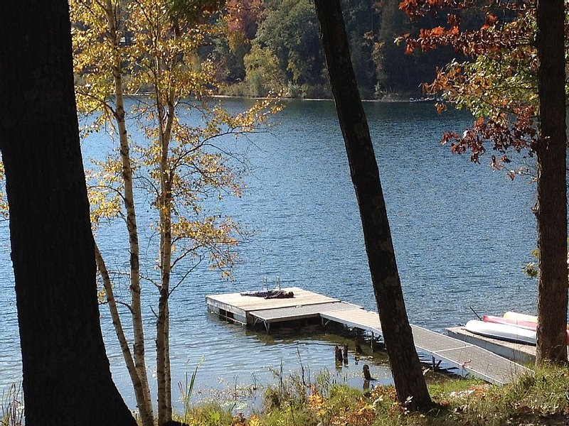 Beautiful Cottage on Private Lake close to Manistee, vacation rental in Irons