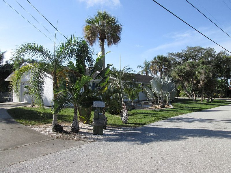 ☀️Break Away & Stay *  Lemon Bay�Home with Boat Dock&Lift�, vacation rental in Englewood