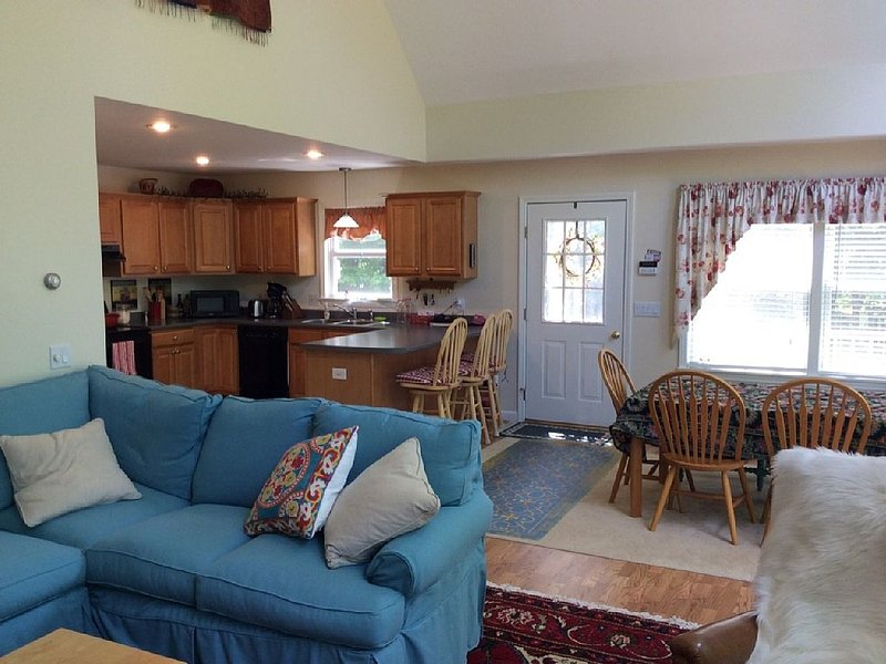 Bright, Clean And Comfortable Chalet In The Heart Of The White Mountains, casa vacanza a Jackson