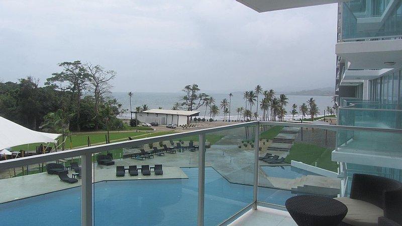 Caribbean beach getaway - Panama: fully furnished 2 bedroom in Bala Beach, holiday rental in Colon
