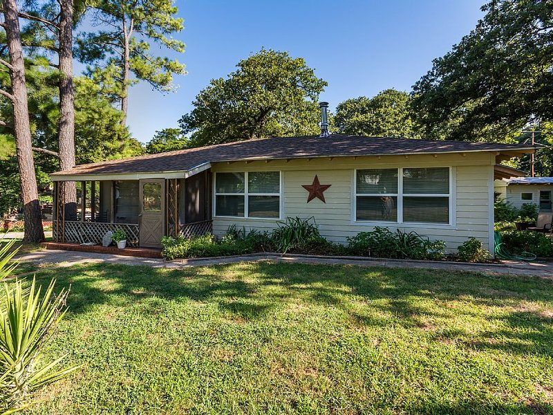 Sherwood Pines Inn -Spacious 2-bedroom at Texoma sleeps up to 8!, alquiler vacacional en Gordonville