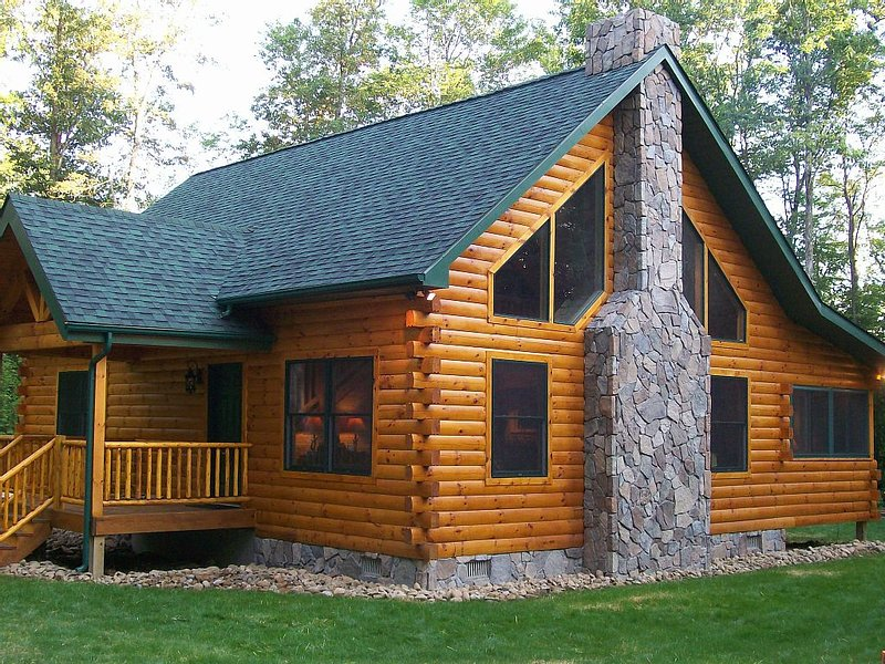 Master Cabin - Beautiful Log Cabin on 17 Acres in NW Pennsylvania w/Hot Tub, aluguéis de temporada em Parker
