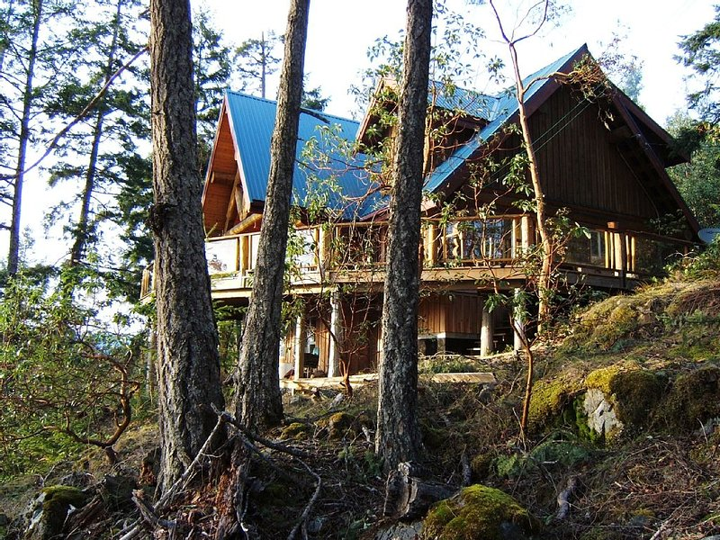 Log Home , spectacular views, situated in an area surrounded by lakes, vakantiewoning in Sunshine Coast
