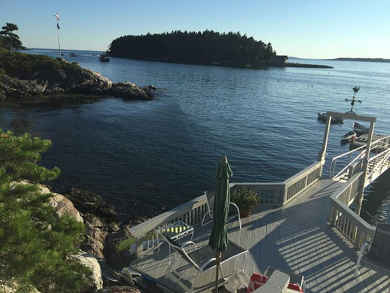 2 oceanfront Cottages with spectacular views and direct water access., holiday rental in Cundys Harbor