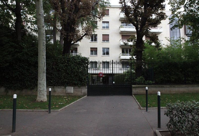 Beautiful Big Studio with Garden, Minutes from Ch, holiday rental in Neuilly-sur-Seine
