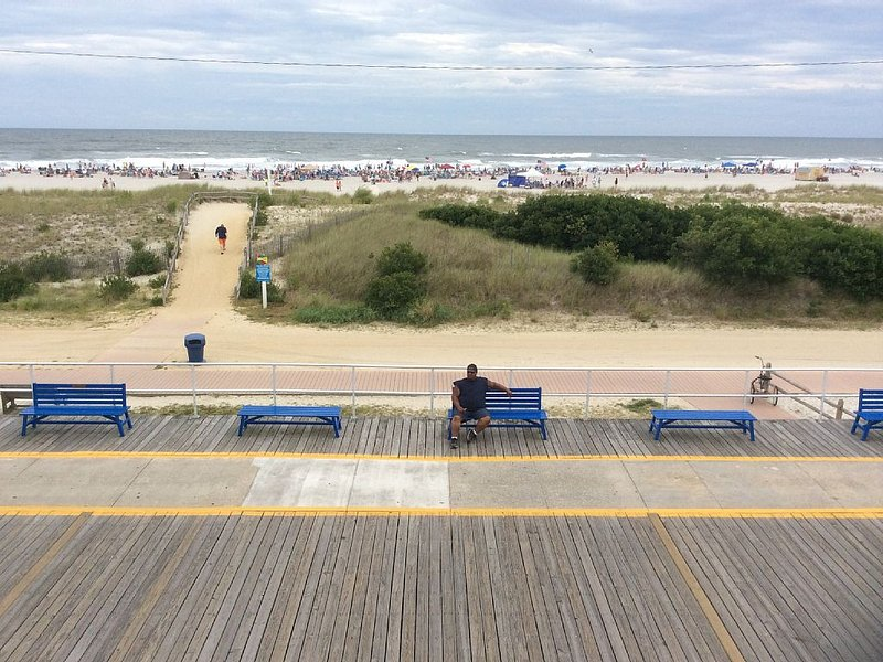 MILLION DOLLAR VIEWS ANYONE CAN AFFORD!!!, holiday rental in North Wildwood