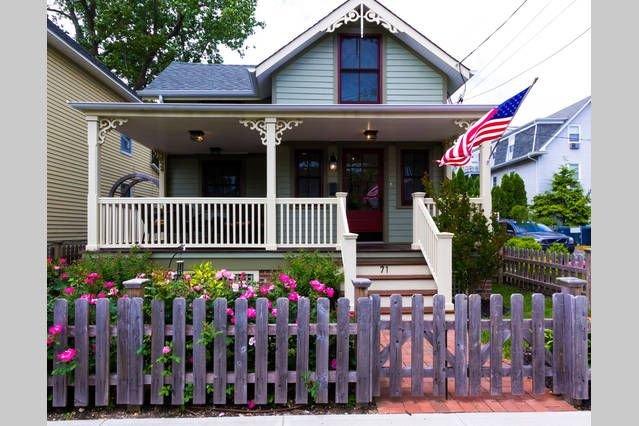 Beautiful 3BR Ocean Grove Victorian Summer & Winter Rentals, alquiler vacacional en Neptune
