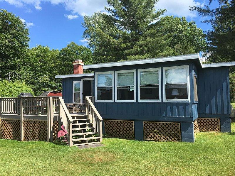 Lakefront Adirondack Getaway, location de vacances à Brainardsville
