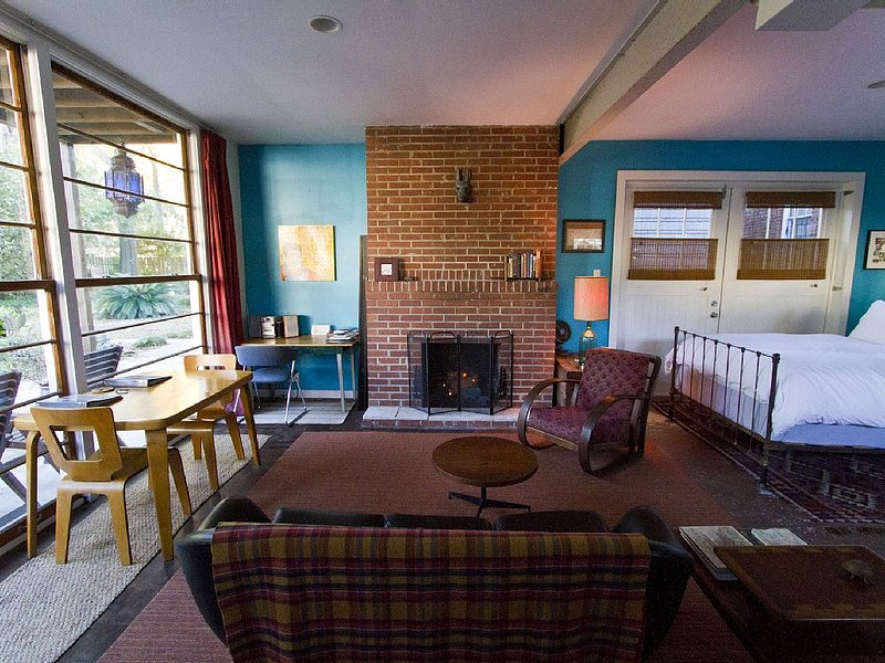 Urban Cabin Apartment, holiday rental in Georgetown