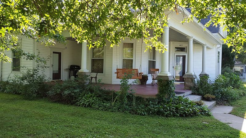 1897 Historic Home In Midwest, holiday rental in Marshall