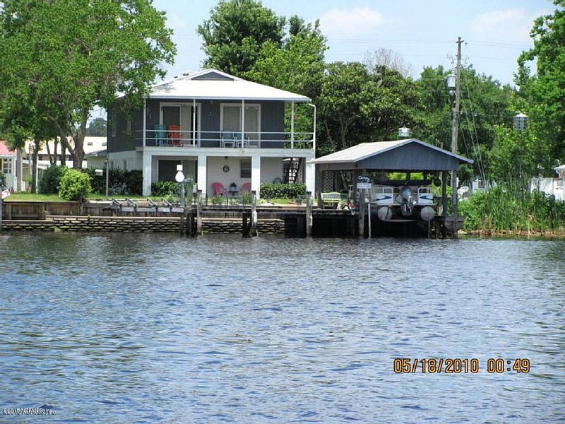 St John's River Front Home-Paradise, vacation rental in Satsuma