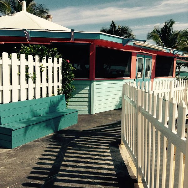 10% Apr/MayBeachside Villa Gorgeous views of the Caribbean. DO NOT pass this by., vacation rental in George Town