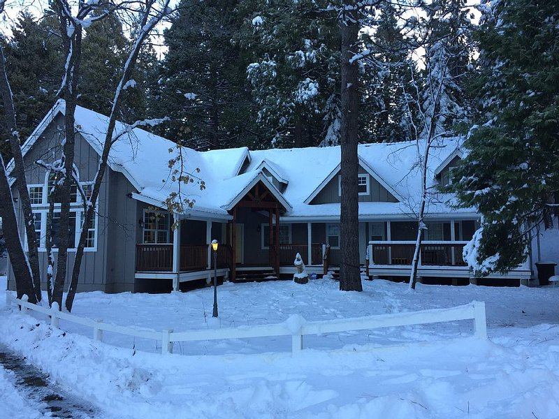 Newly renovated luxury cabin, vacation rental in Arnold