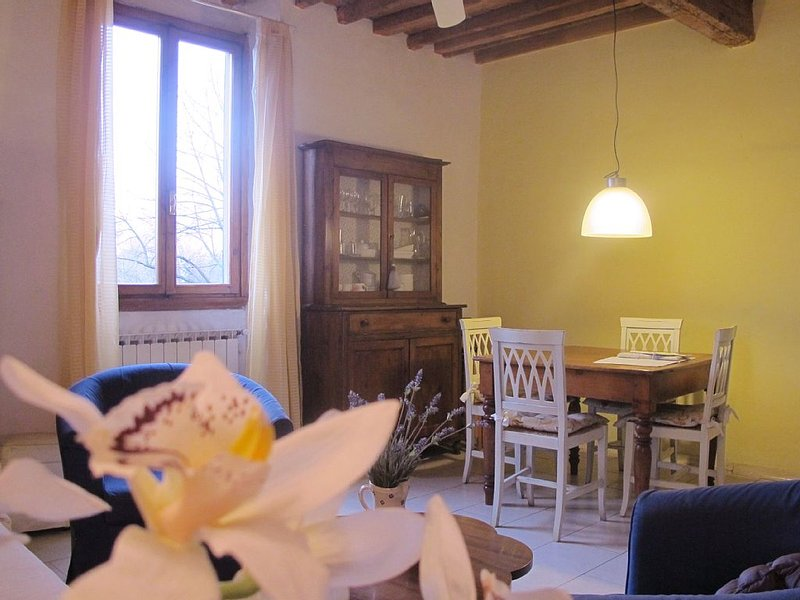 Riverfront Florence Appartment Great quality/price Easy Parking out of  ZTL zone, alquiler vacacional en Montanino