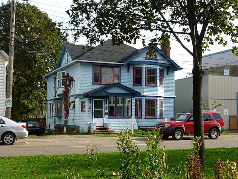 Cozy Downtown Apartment in Historic Home, alquiler de vacaciones en Charlottetown