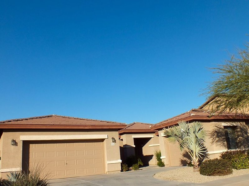 Comfortable Four Bedroom Vacation Home For Rent, vacation rental in Phoenix