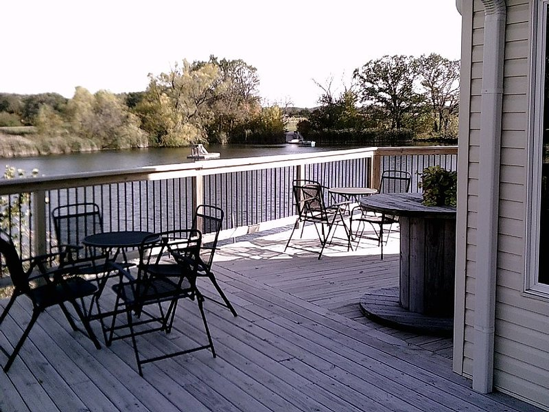 Winery Loft with views of the pond, and vineyard.  New in 2012, aluguéis de temporada em Cherokee