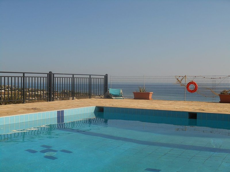 Dreams Days Holiday House with a panoramic view next to the sea, pool & gardens, holiday rental in Frangokastello