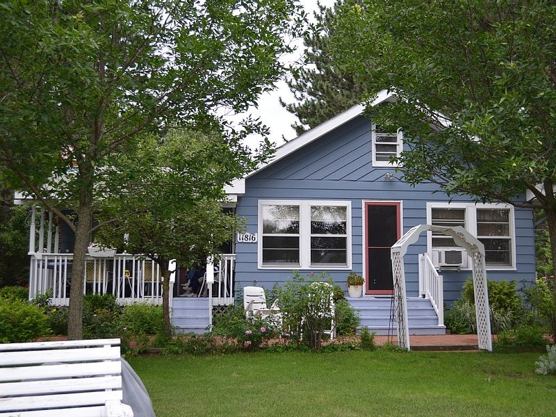 2BR Home On Lake Nokomis - Newly Remodeled 2015 And Comfortably Sleeps 4, holiday rental in Harshaw
