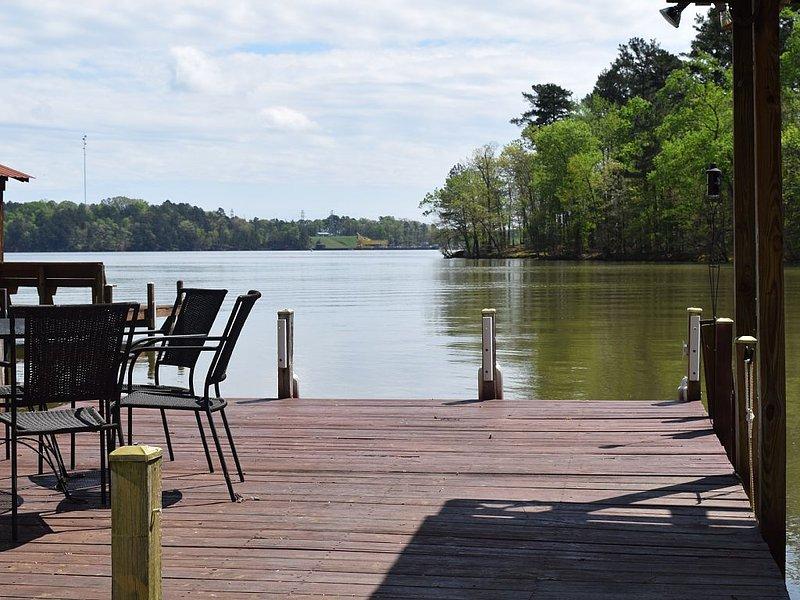 Lakefront Getaway Cottage 4 night minimum, location de vacances à Wadesboro