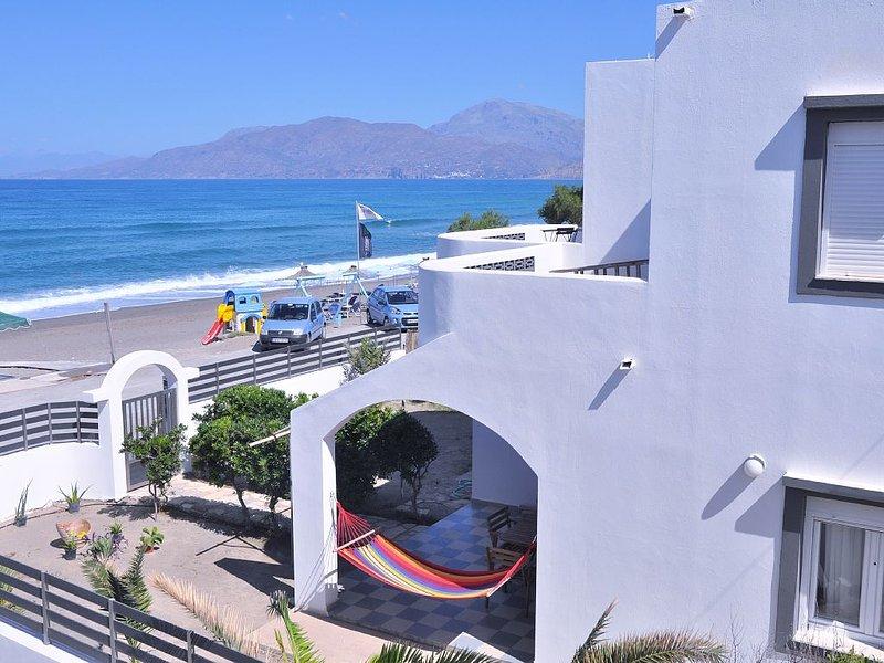 Kalamaki SeaSide - Entire Villa right in front of the beach, holiday rental in Kalamaki