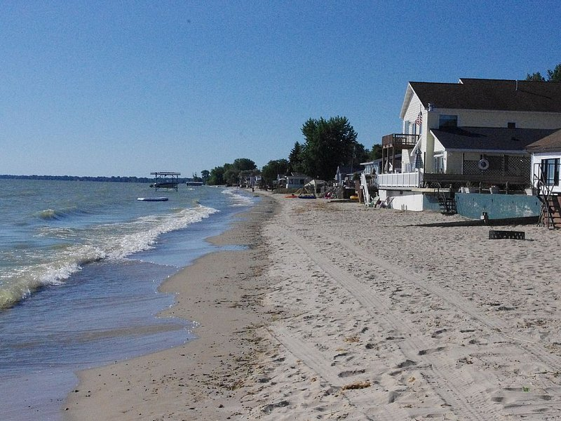 Beachfront Lake Huron Home on Brissette Beach ~ Relax and enjoy the beauty! ~, holiday rental in Linwood