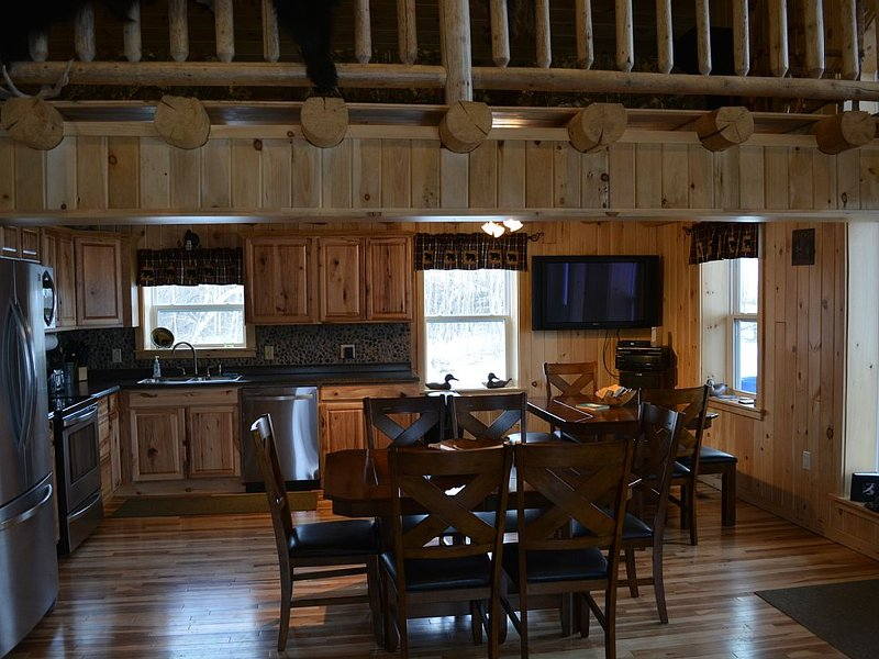 Country Style Log Cabin Retreat With All Of The Amenities, alquiler vacacional en Saint Leonard