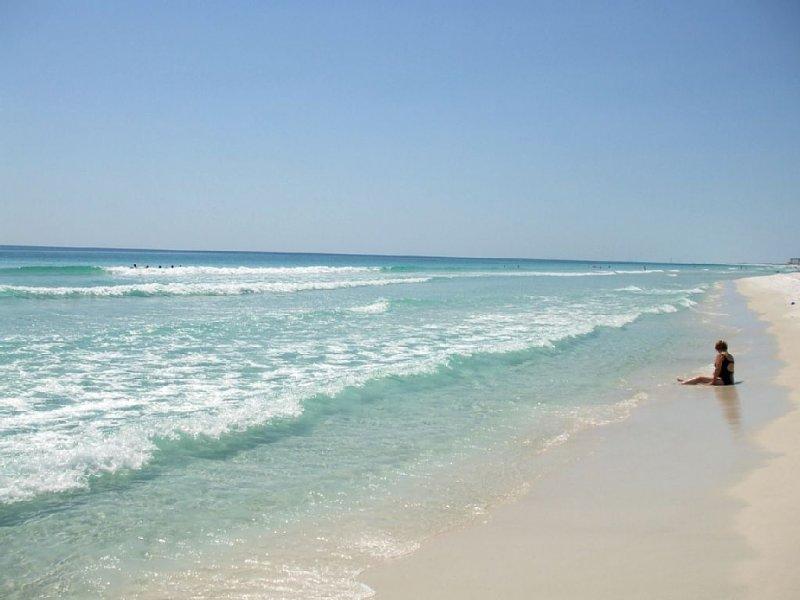 Nice Ground Floor & Gulf Front - Stroll to Beach or Pool, aluguéis de temporada em Mary Esther