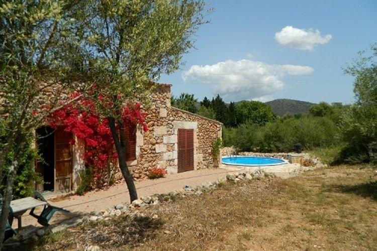 200 year old renovated house on Mallorca with pri, location de vacances à Son Servera