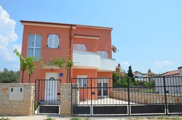 Ferienhaus Peroj für 1 - 4 Personen mit 3 Schlafzimmern - Ferienhaus, holiday rental in Fazana