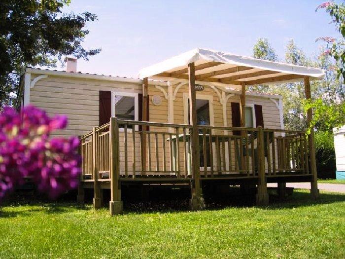 Camping Les Portes du Beaujolais**** - Mobil Home Super Mercure 3 Pièces 4/6 Per, aluguéis de temporada em Charnay