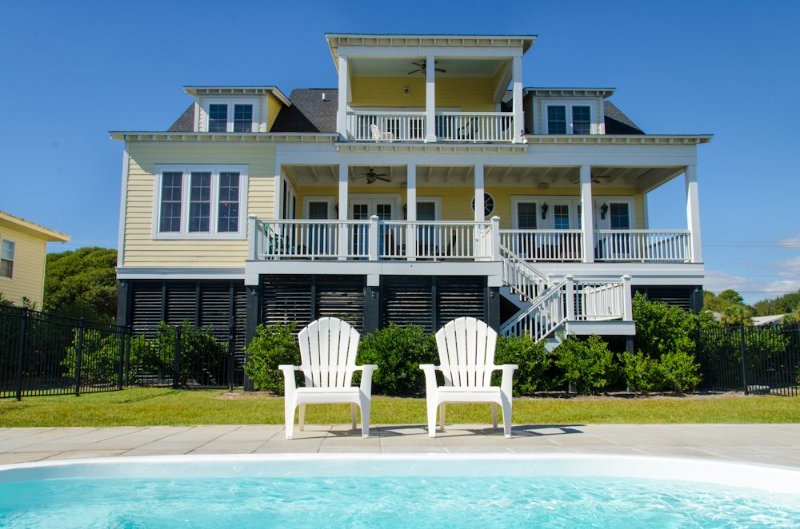 Island Fever -  Beach Front Luxury With a Private Pool, vacation rental in Edisto Island