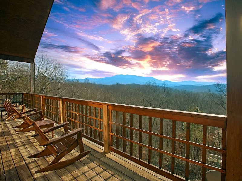 Amazing Mountain Views - 3 Bedroom Cabin, vacation rental in Sevierville
