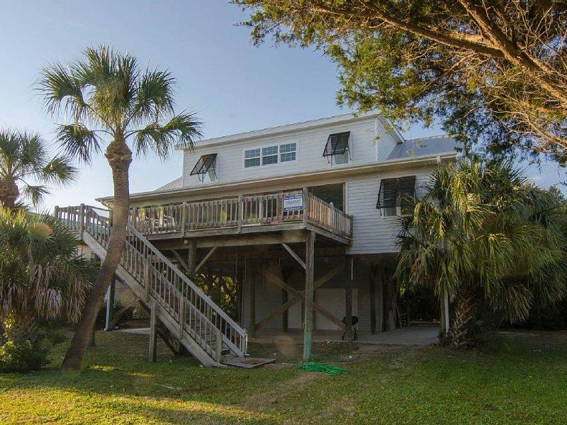 Summer House - Great Views, Easy Beach Access, Awesome Location, aluguéis de temporada em Edisto Beach