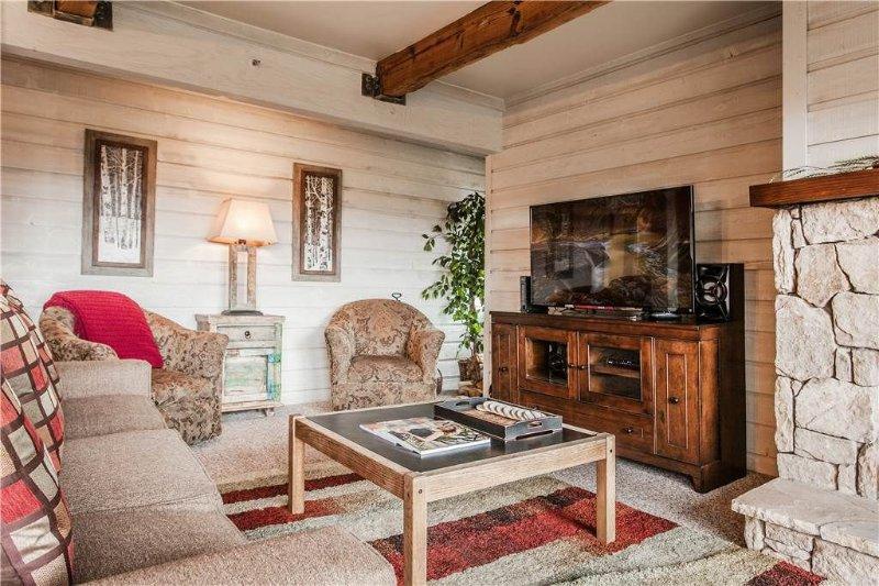 Year Round Heated Pool, Dry Sauna, Hot Tub, Parking Space & Free Shuttle!!, location de vacances à Snowmass Village