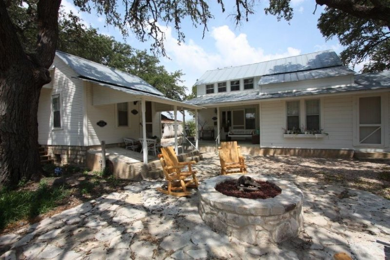 The Wine Cellar - The Farmhouse County Property in Stonewall, Texas, holiday rental in Hye